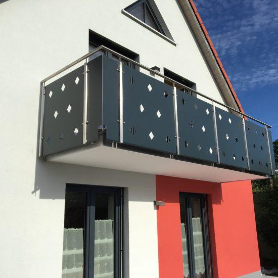 Balkon mit Edelstahl-Pfosten