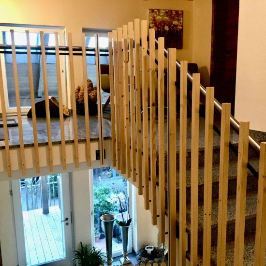 Geländer mit Holzfüllung